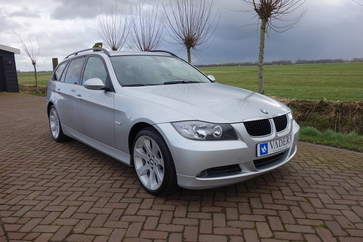 BMW 318d Touring Touring High Executive Navi Leder Cruise