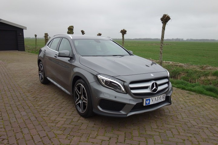Mercedes-Benz GLA200  7G-DCT Ambition AMG Line Camera 19 Inch Easy-Pack